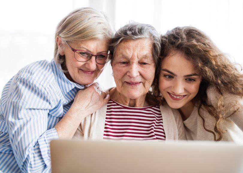 kvinnor-i-olika-åldrar-community